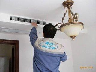 美白勺售后中心:定期给中央空调风机盘清洗保养