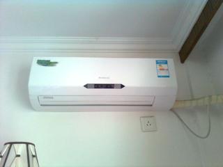 美白勺分体式空调和中央空调